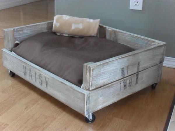 wooden pallet dog bed. 8 DIY Pallet Beds For Dogs   iHeartDogs com