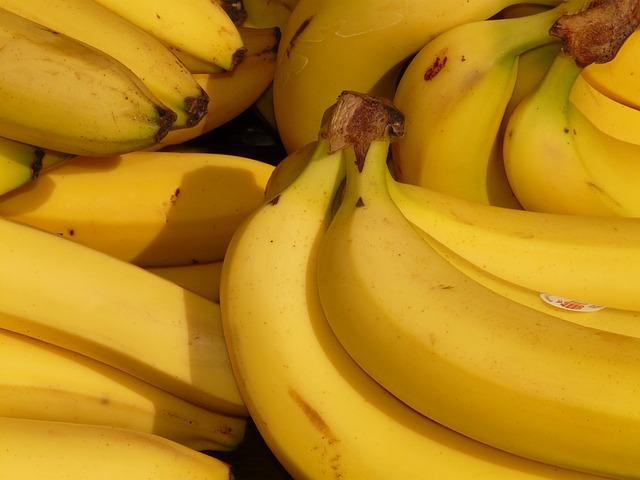 dc3 banana-5734_640