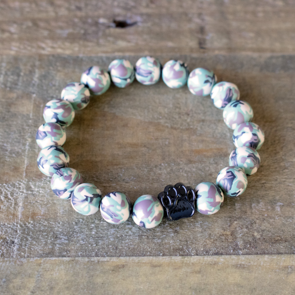 Green Camo Clay Beads Bracelet Helps Pair Veterans With A Service Dog Or Shelter