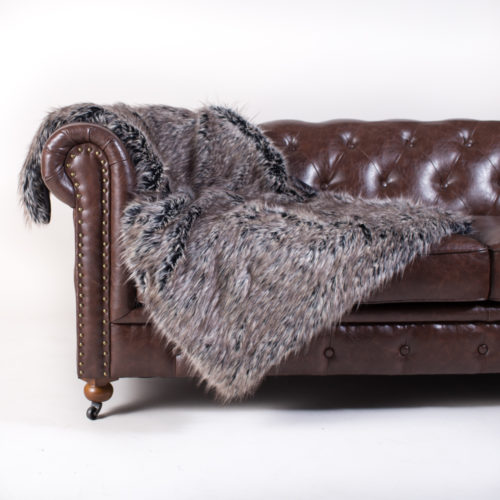 PACK&DEN Big Doggo Grey Wolf Faux Fur Throw With Odor Control + Calming Pack (MED, LRG)
