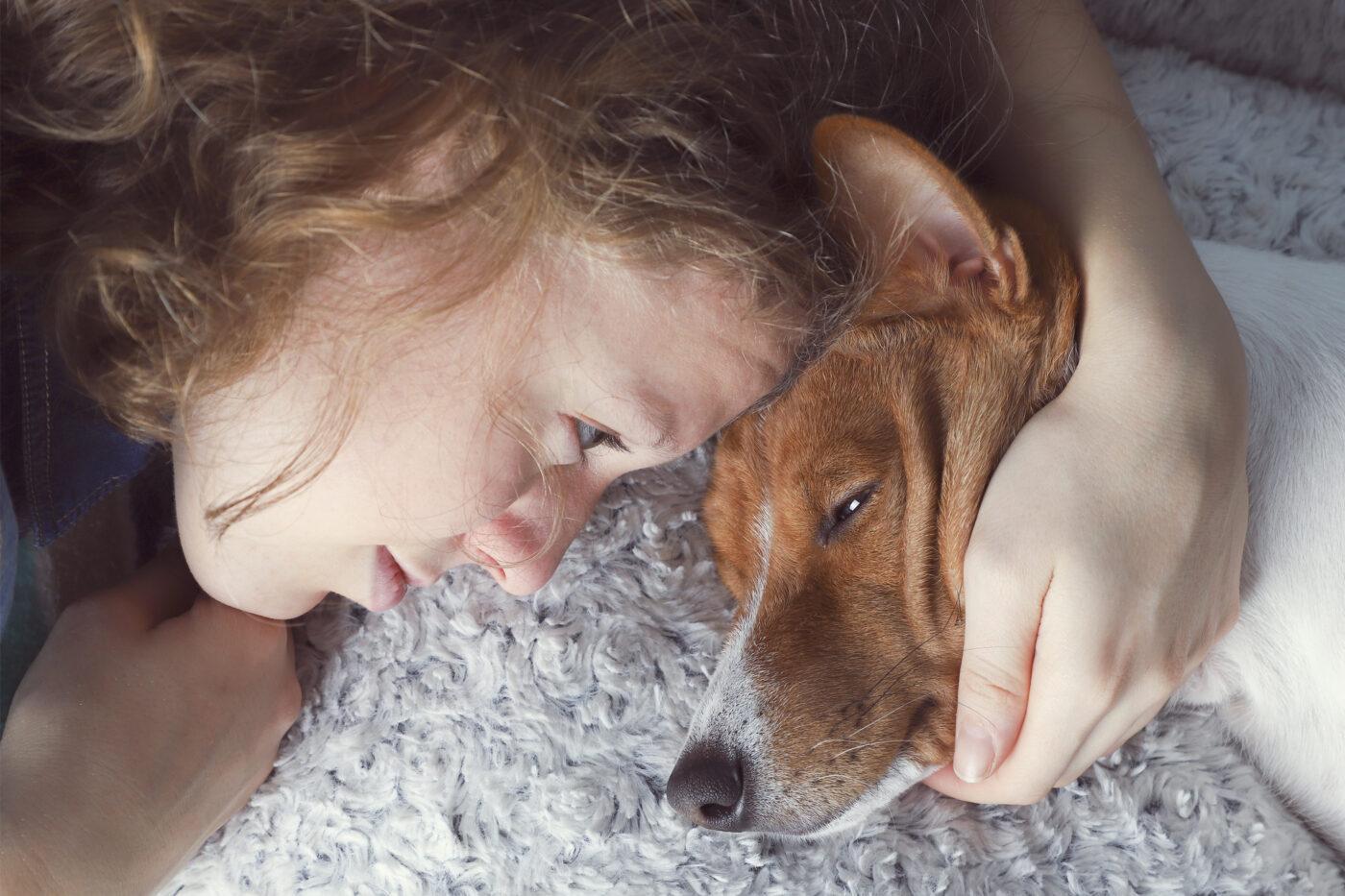girl-wondering-what-dog-thinking